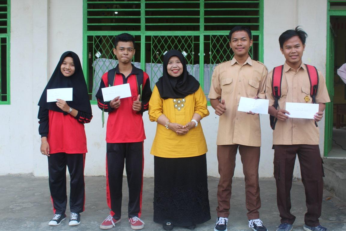 Pembagian Raport Semester Genap Tahun Ajaran 2018/2019 SMK Dharma Bhakti 4 Jambi